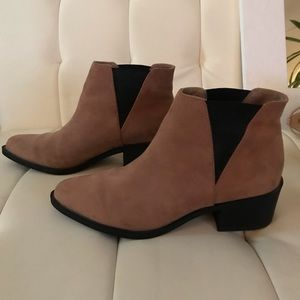 Divided nude & black short boots